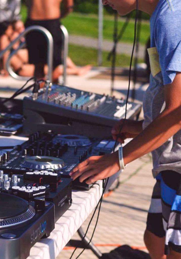 Camper DJing