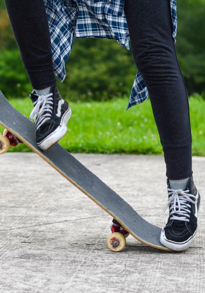 close up of skateboard footwork